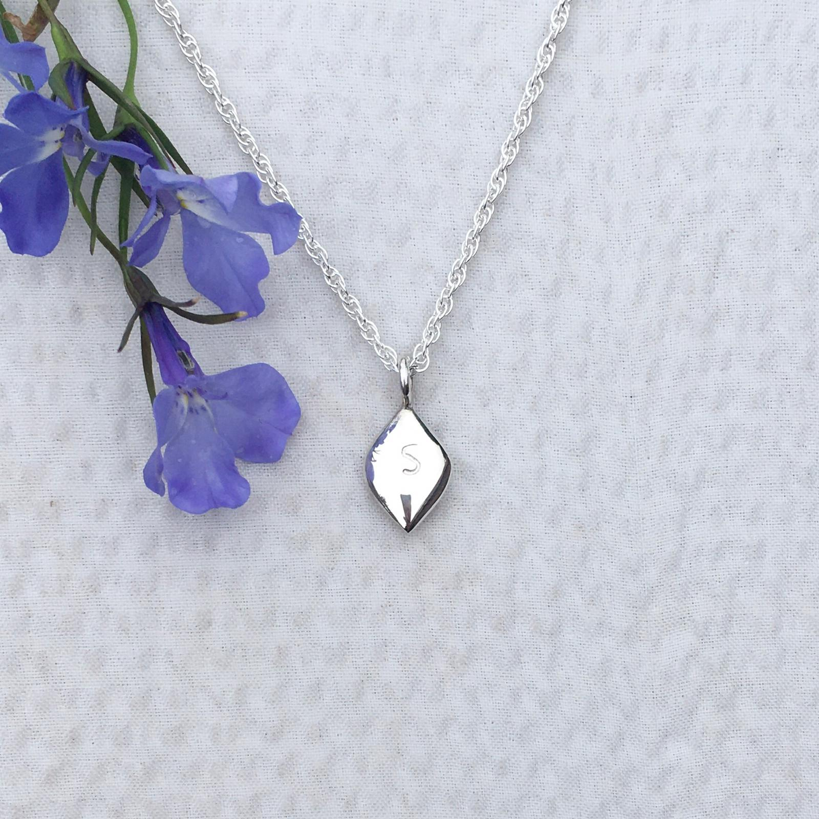Solid Silver Curve Necklace