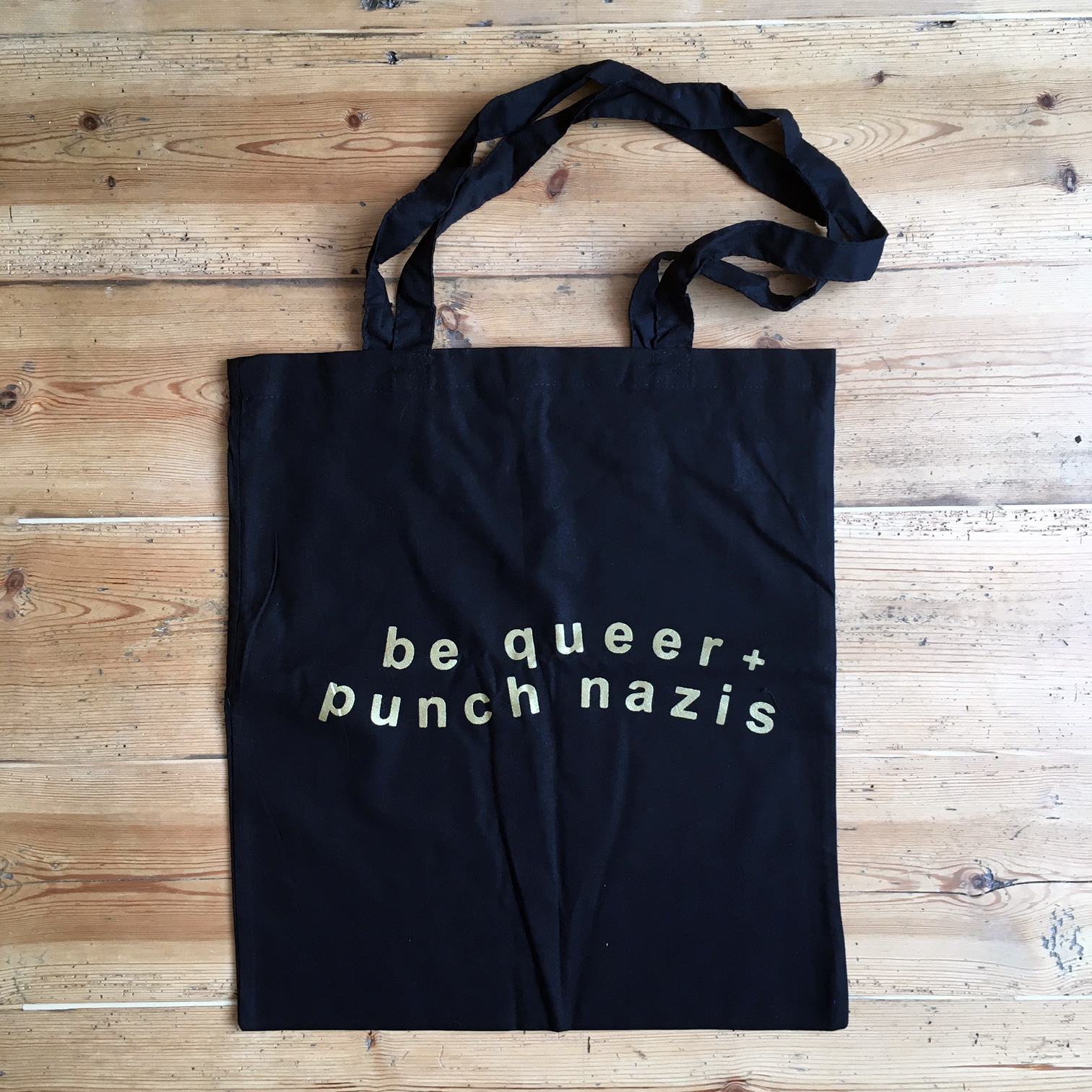 Be Queer Punch Nazis - tote bag